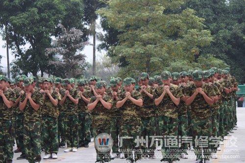 军训服务站手绘海报