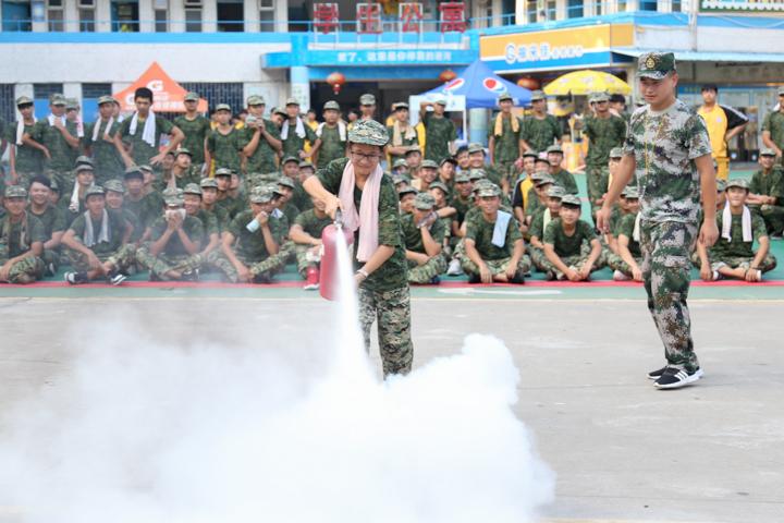 新生军训之安全讲座和消防演练